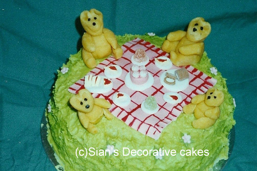 Bears picnic birthday cake
